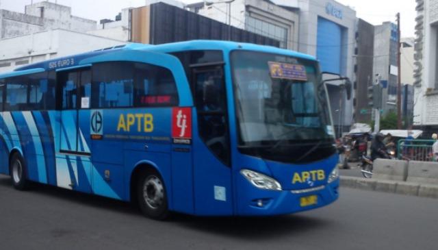 Bus APTB Tabrak Bocah di Jalan Otto Iskandardinata