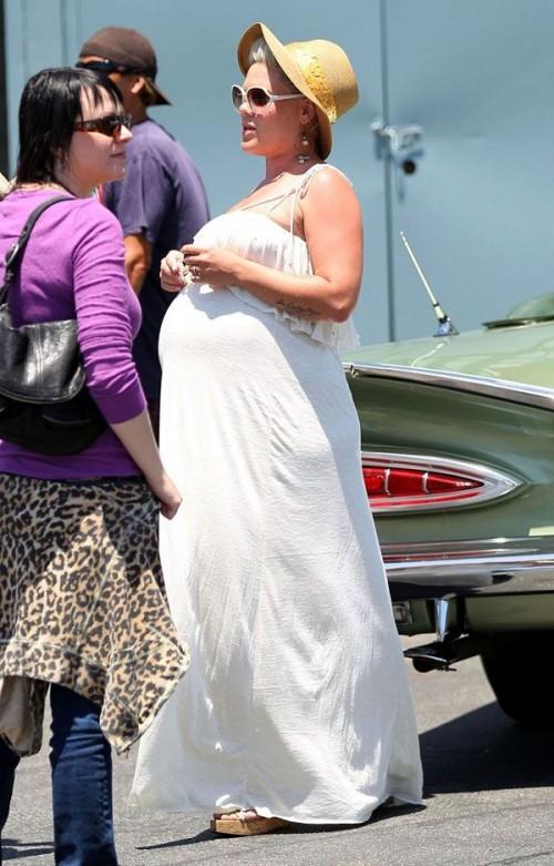 pink pregnant photos 2011. Pink Pregnant Ellen.