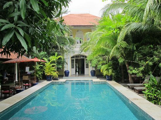 Top of the phnom sleep phnom penh 39 s charming boutique hotels for Best boutique hotels phnom penh