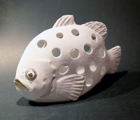 Svečturis - kaula porcelāns, apzeltījums. Cena: 105 Ls