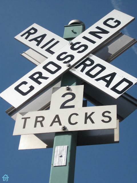 rail+road+crossing+sign.jpg
