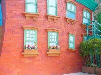 ユニバーサル・ワンダーランド アニメ風の壁