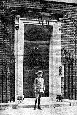 1924 photo 10 Downing Street Harold Wilson