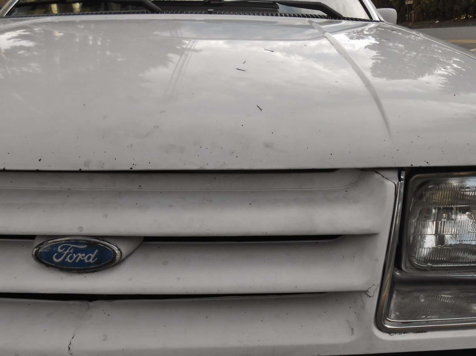 White 1986 Ford Tempo 1985 Fuse Box Seattles Parked Cars 1596x1194