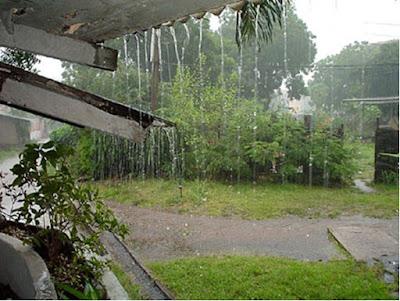 Surabaya Mulai Di Guyur Hujan Ringan