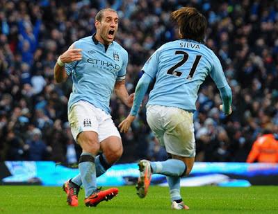 Pablo Zabaleta - David Silva Manchester City vs Manchester United 2012