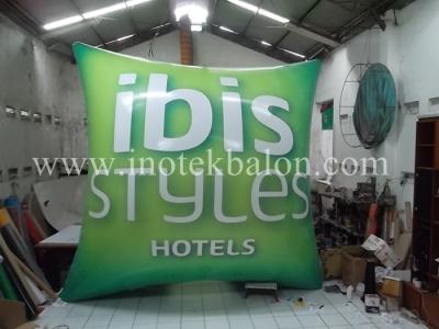 Balon udara karakter bantal hotel Ibis Styles