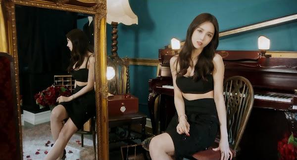 Fiestar's Linzy (린지) in You're Pitiful MV