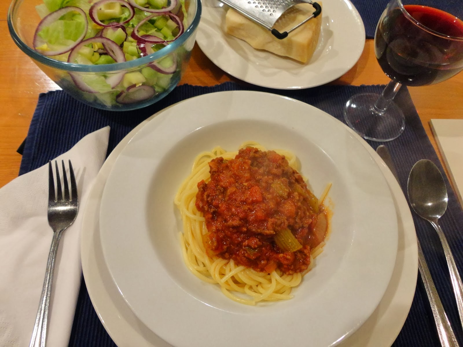 http://whoeverhasthemostfabric.blogspot.com/2014/01/a-family-favourite-spaghetti-bolognaise.html