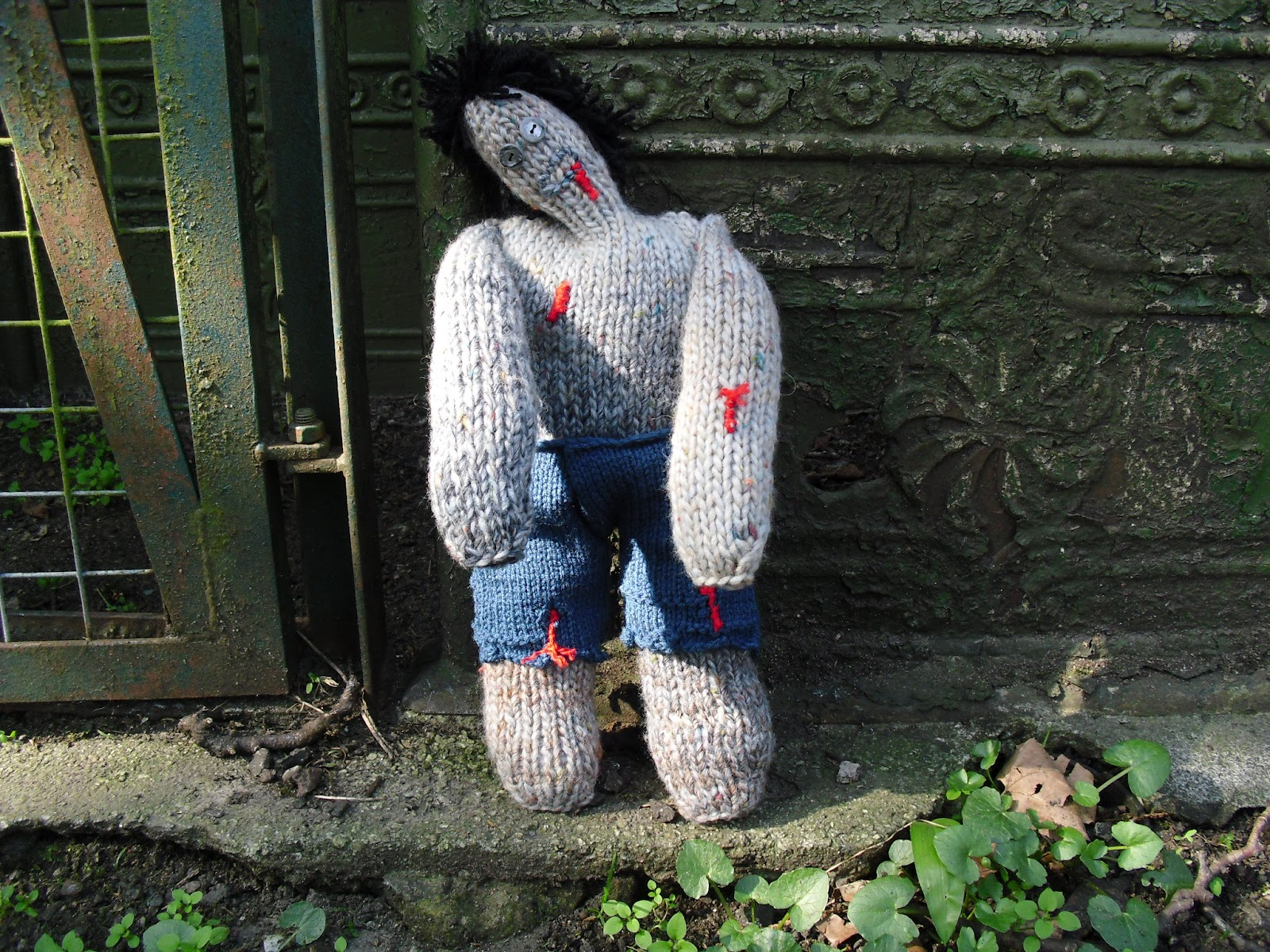 Zombie Knitting Pattern : Drew designs knitted zombie eat your heart out