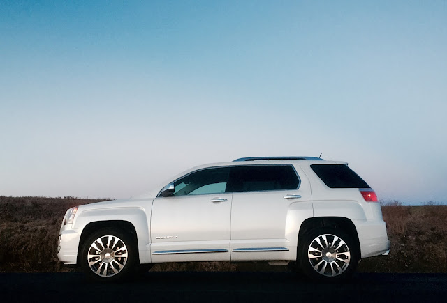 2016 GMC Terrain Denali V6 AWD white side profile