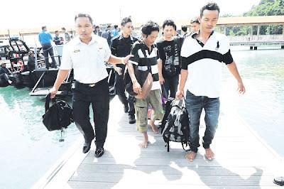 Bot pancung karam, 41 PATI diselamatkan, Jenayah, PATI, Bot, Karam, Teluk Ramunia, Pengerang, Kota Tinggi, Johor Bharu, Agensi Penguatkuasaan Maritim Malaysia, APMM, Polis Marin