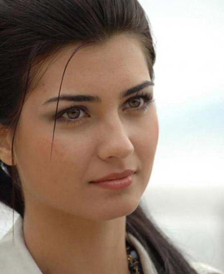 احدث صور الممثلة التركية توبي بيوكوشتون المشهوره باسم لميس