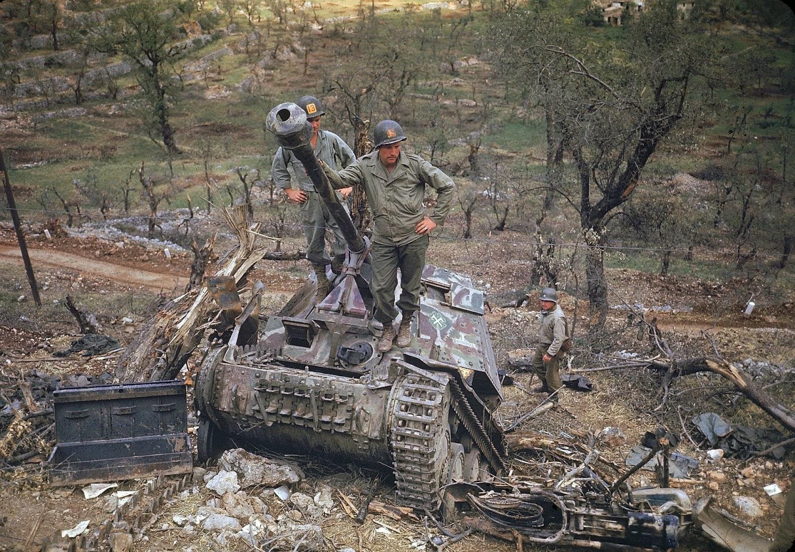 http://4.bp.blogspot.com/-bOmlBX4DWbw/VLaa4TcrLvI/AAAAAAABOK4/jYDduWzu1Js/s1600/Rare+Color+Photographs+from+World+War+II+(2).jpg