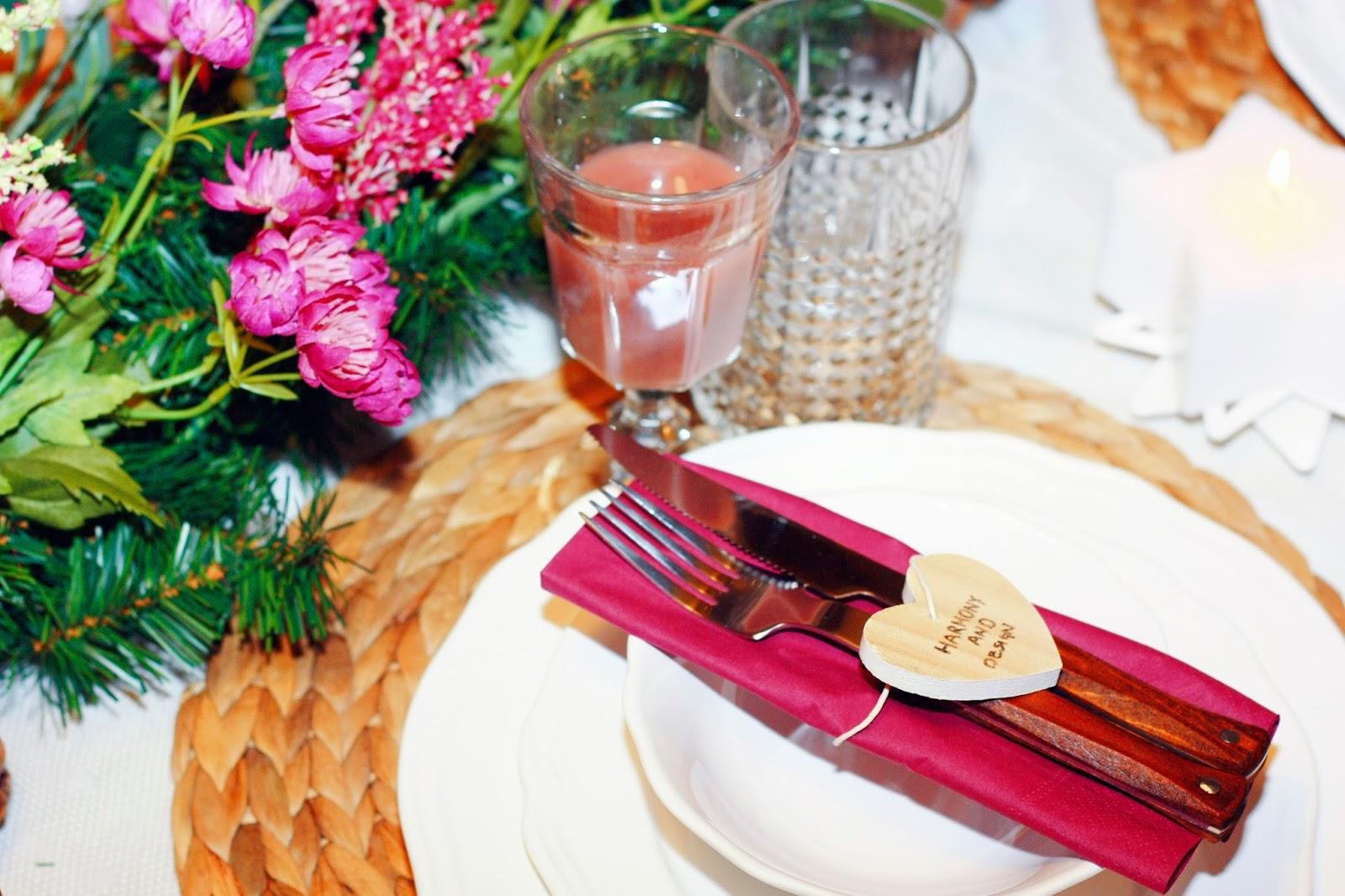Decoración mesa navideña: detalle de cubiertos
