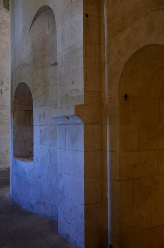 2 La Crypte Montmajour