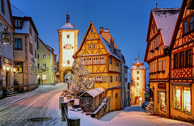 The storybook village of Rothenbürg is found along Bavaria's Romantic Road and enchants its visitors at Christmastime and throughout the year. Photo: Courtesy of Bayern Tourism. Unauthorized use is prohibited.
