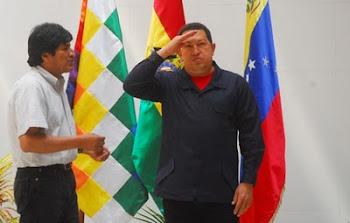 la visita de Chávez a Bolivia y la reiteración de bonos a militares y funcionarios del Gobierno