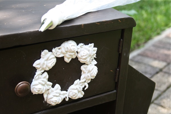 Using Cake Decorating Bags : The Polka Dot Closet: Shabby Little Side Table With Plaster Flowers