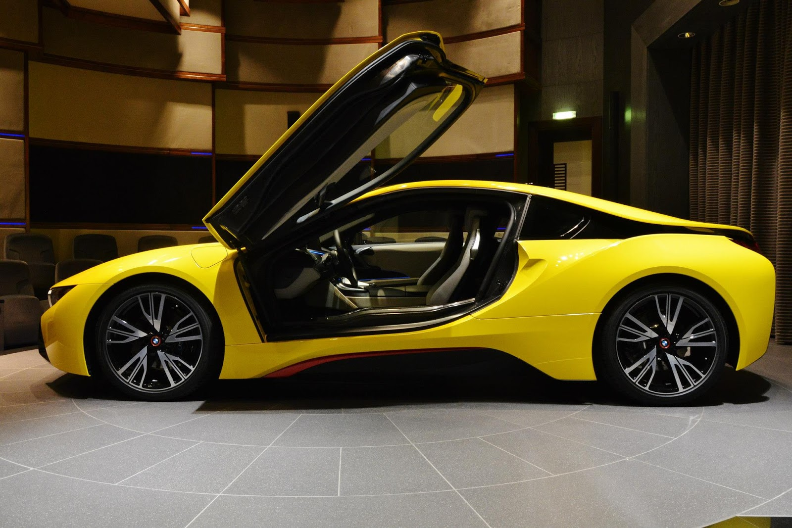 BMW i8 Wears a Yellow Suit with Red Accents | Carscoops
