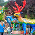Cidade ganha renas gigantes para comemorar o período natalino