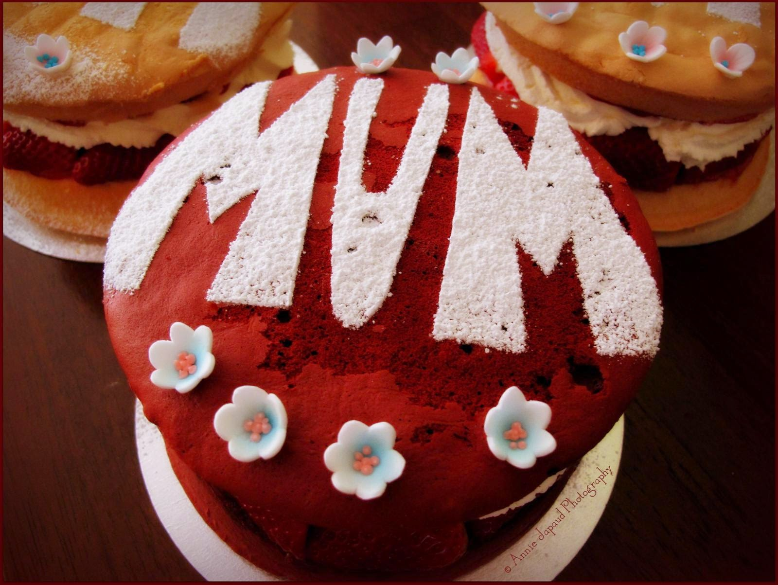 Victoria sponge made from red velvet, decorated with flowers