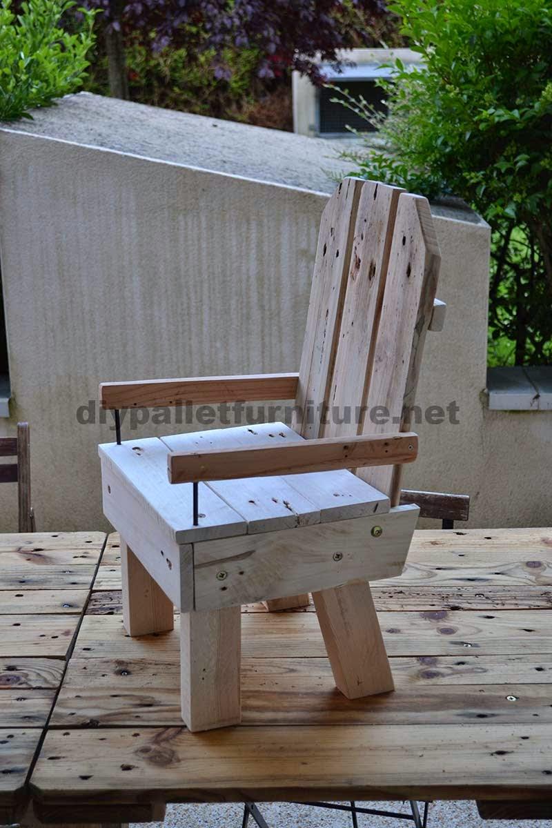 Peque a silla para ni os hecha con palets - Sillas con palets ...