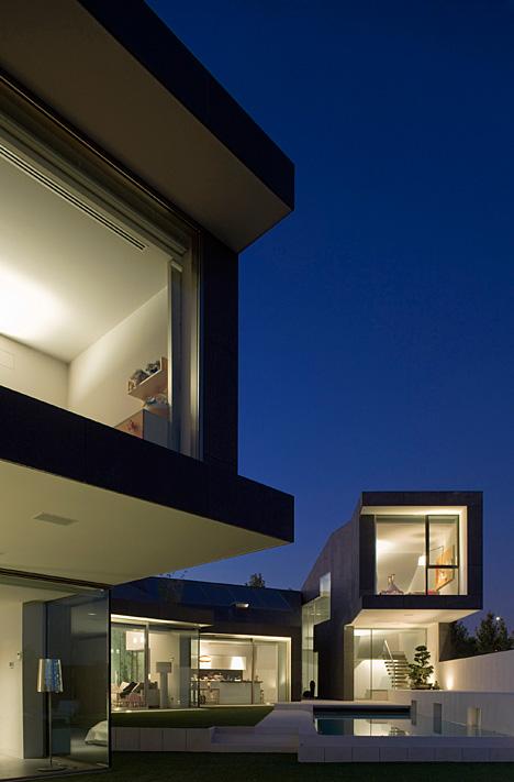 Arquitectura arquidea casas minimalista en barcelona for Casa minimalista arquitectura