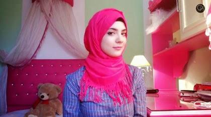 Tutorial Hijab dengan Pashmina Rumbai Tampil Feminin
