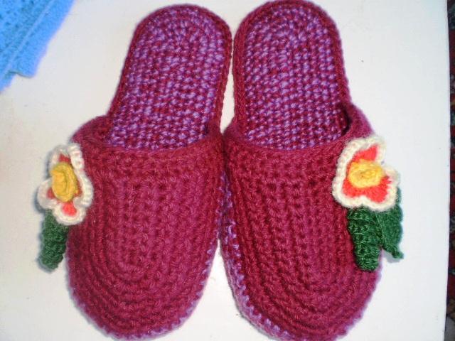 Носки-тапочки на войлочной подошве.2. Завязки для тапочек вяжутся.
