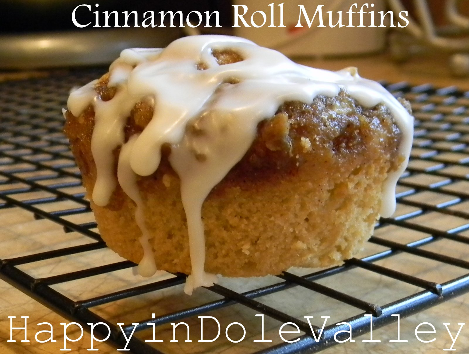 Happy in Dole Valley: Easy Peasy Cinnamon Roll Muffins {Muffin Monday}