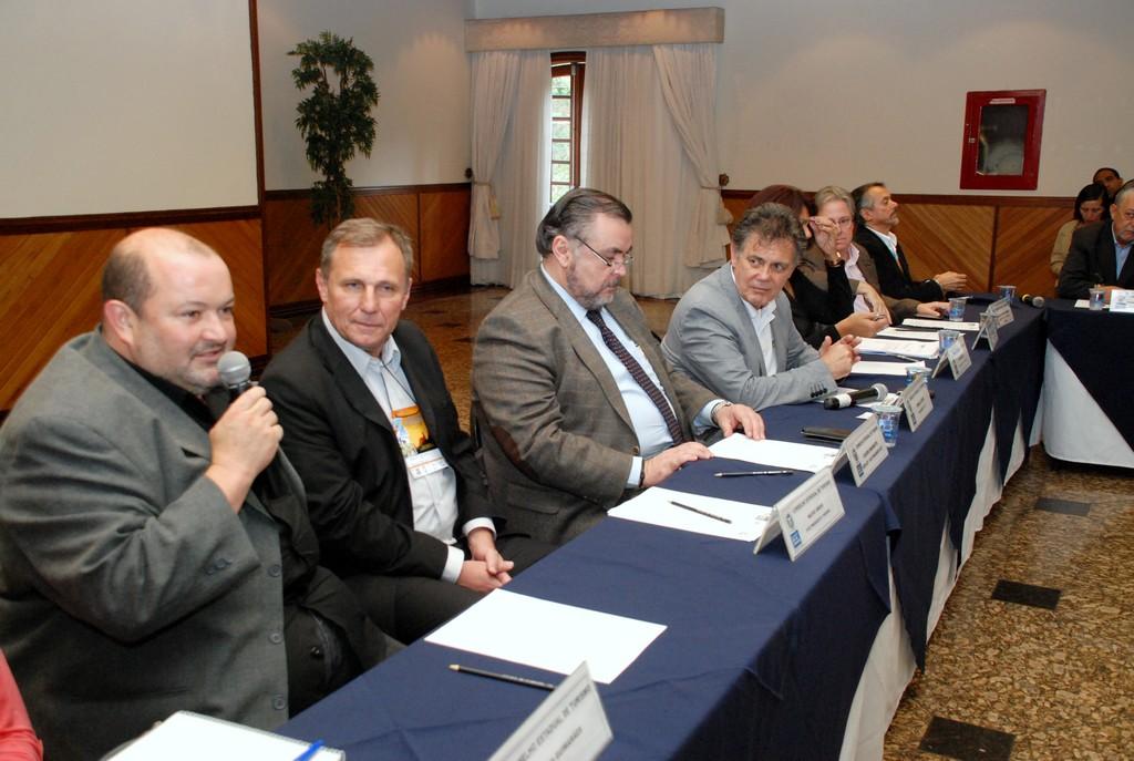 Teresópolis marca presença na mesa de trabalho da reunião do Conselho Estadual de Turismo, no Hotel Alpina