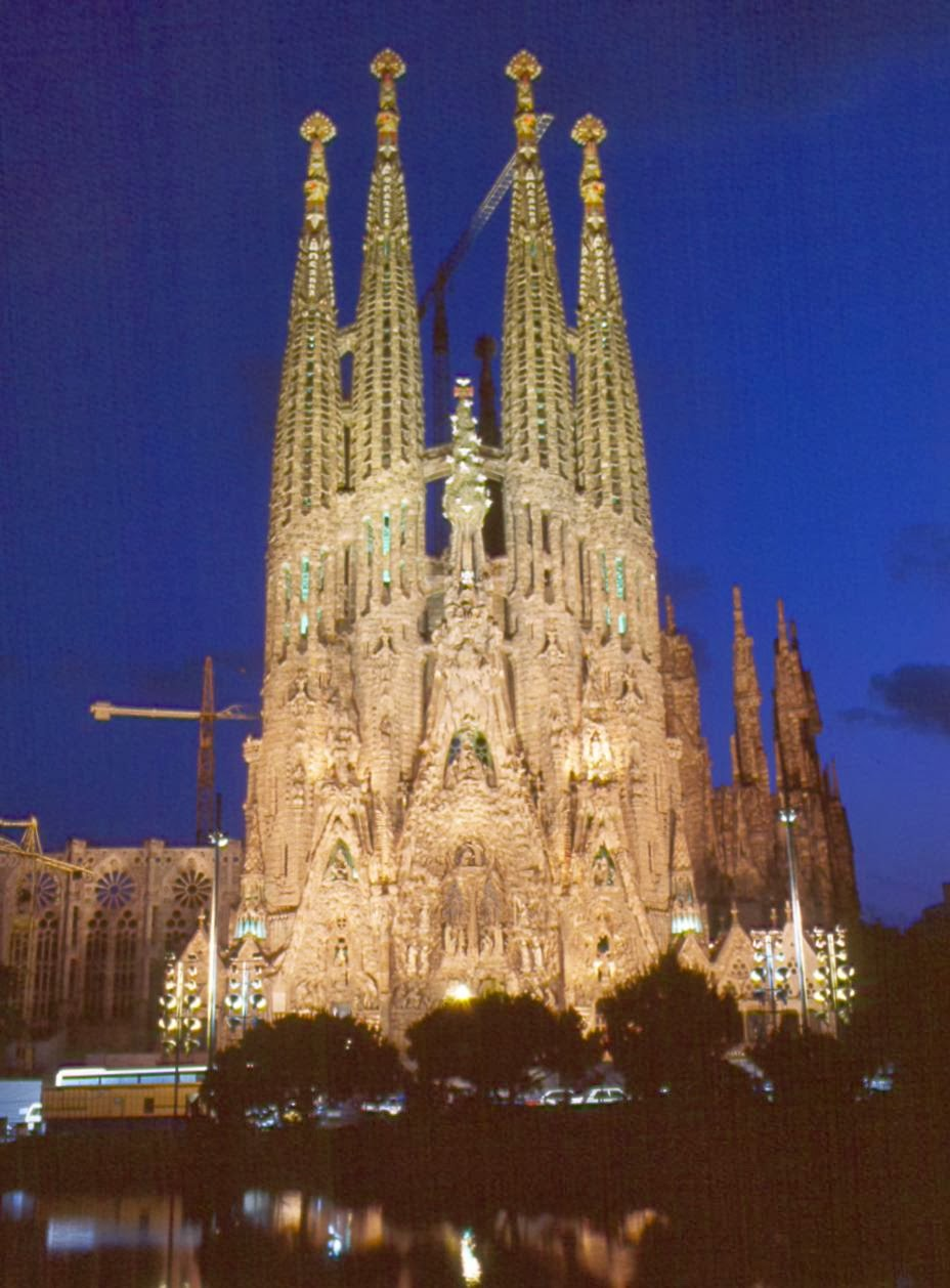 Viajar a barcelona visitar la sagrada familia for Familia barcelona