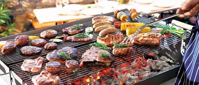 Barbecue Du0027extérieur Par Excellence Pour Les Uns, Cheminée De Jardin Pour  Les Autres Il Est Constitué De Briques, Pierres, Et Parpaings En Béton  Cellulaire.