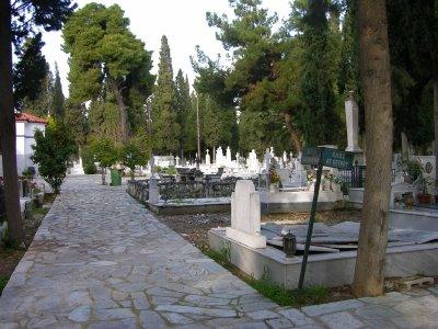 Εργασίες για την αποκατάσταση των τάφων στο κοιμητήριο Ταξιαρχών