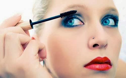 como maquillarse con lentillas