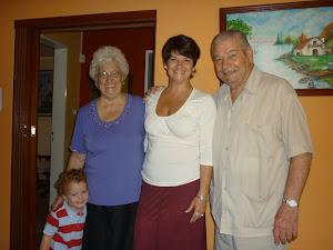 Mi mamá se llama NANCY y mi papá VICTORIO, y yo MARIA GUADALUPE Ü