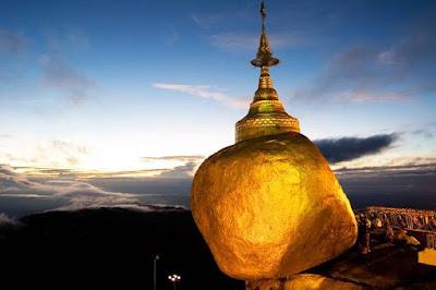 Menikmati Sunset di Myanmar dari Golden Rock