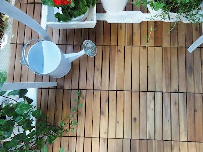 Drewniana podłoga na balkon