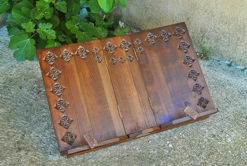 Atriles de madera libros grandes y tallados