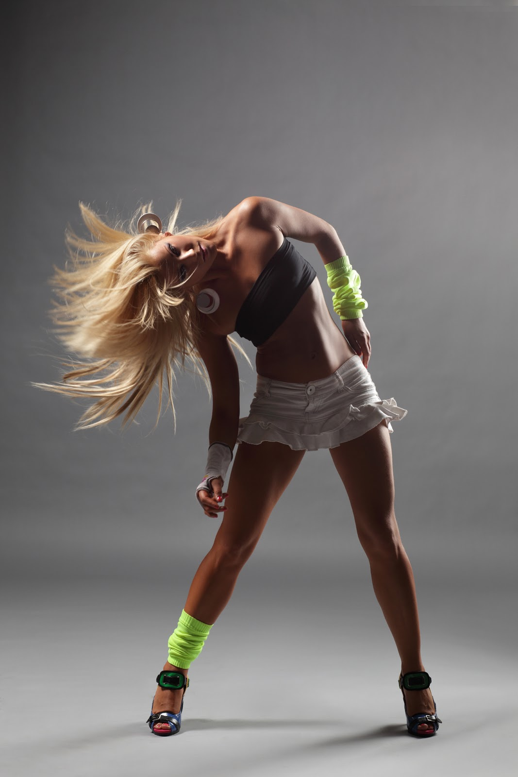 Танец девушки без одежды 7 фотография