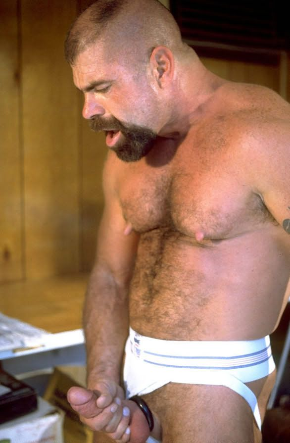 Hombre gordo desnudo gratis pix