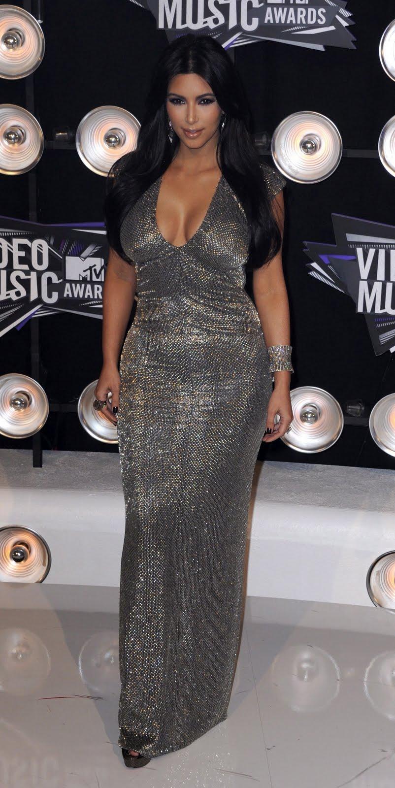 http://4.bp.blogspot.com/-bRSqDaCKzXI/TqP3LSVBdNI/AAAAAAAAFRs/ULyCOi9lFBs/s1600/Kim-Kardashian-104.jpg