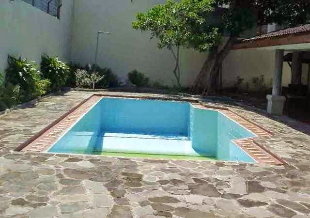 Simple swimming pool backyard design for Simple inground pool designs