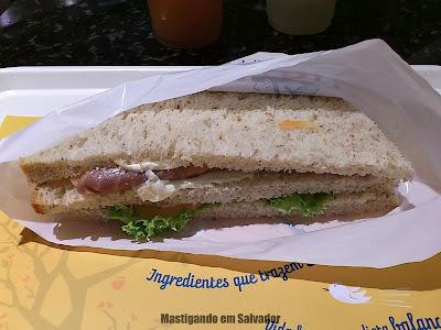 Marietta Sanduíches Leves: Sanduíche Especial Barcelona (Salmão cru e Cream Cheese)