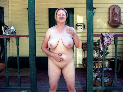Nackt Bilder : Fette Sau zeigt ihre Hänge Euter   nackter arsch.com