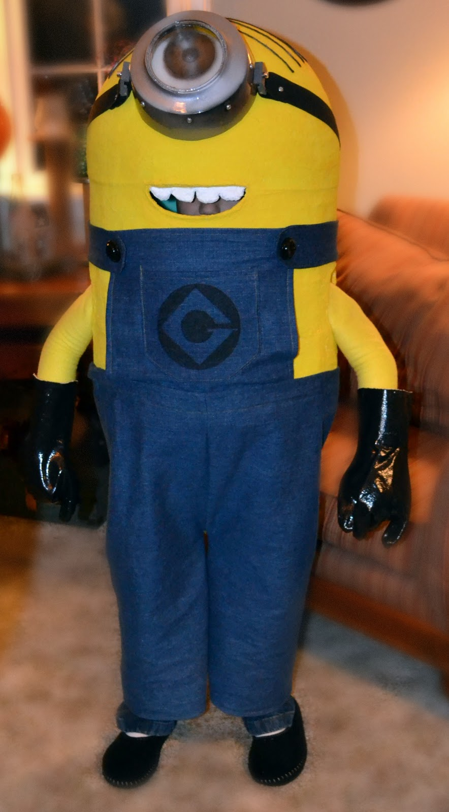 Minion Costume http://beeunique2day.blogspot.com/2011/11/making-of-minion.html