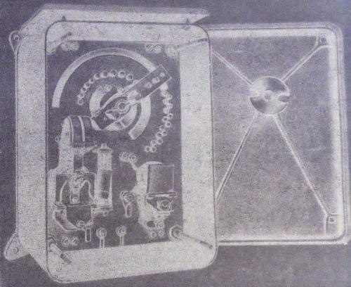 Пуско-регулировочный реостат показан со снятой крышкой