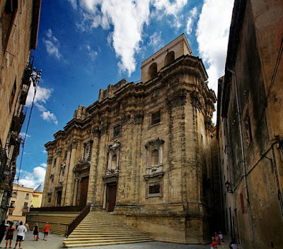 """""""Tortosa catedral façana 0002"""" by ca:user:amadalvarez - Own work. Licensed under CC BY-SA 3.0 via Wikimedia Commons - https://commons.wikimedia.org/wiki/File:Tortosa_catedral_fa%C3%A7ana_0002.jpg#/media/File:Tortosa_catedral_fa%C3%A7ana_0002.jpg"""