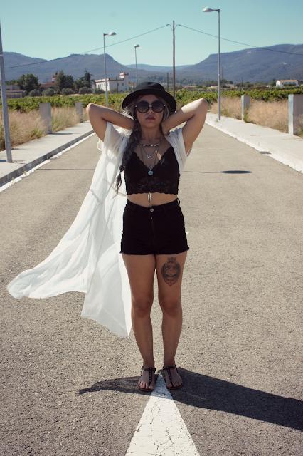 boho-look-outfit.blakc-negro-camisola-stradivarius-bershka-sombrero